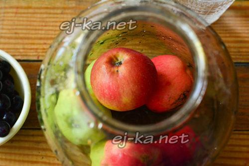 укладка яблок в банку