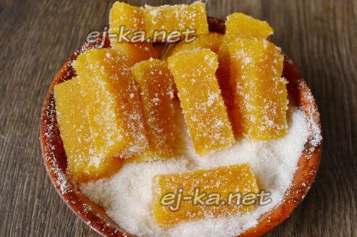 обмакнуть мармелад в сахар