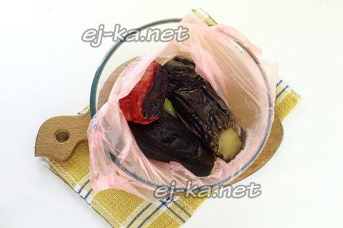 запеченные овощи сложить в пакет