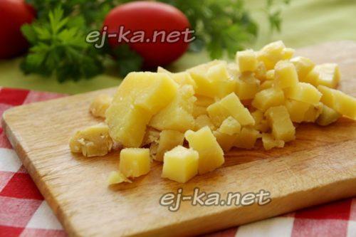 Картофель режем кубиками
