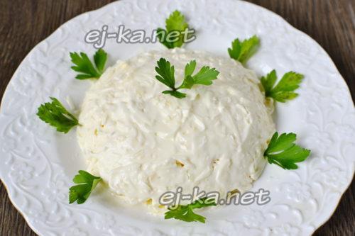 """Салат """"Белочка"""" с плавленым сырком"""