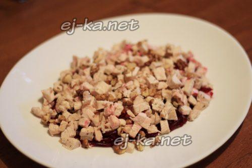 слой мяса с орехами