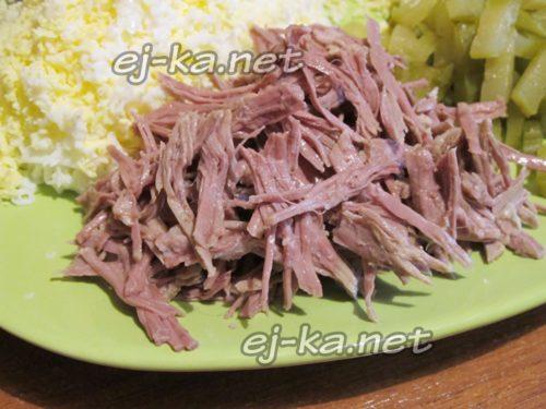 нарезать вареную говядину
