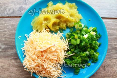 сыр и огурцы натереть, зеленый лук нарезать