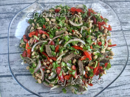 выложить блюдо в салатник