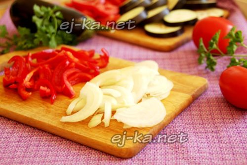 Режем лук и перец