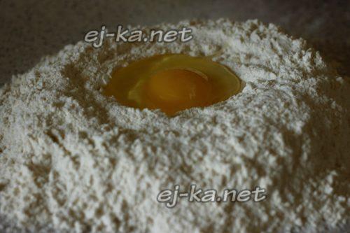 вбейте куриное яйцо