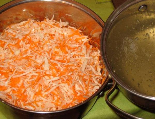 Смешиваем морковь с капустой