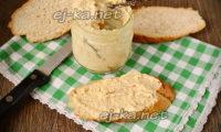 арахисовая паста намазанная на хлеб