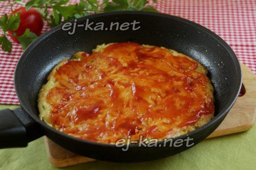 смазать томатной пастой