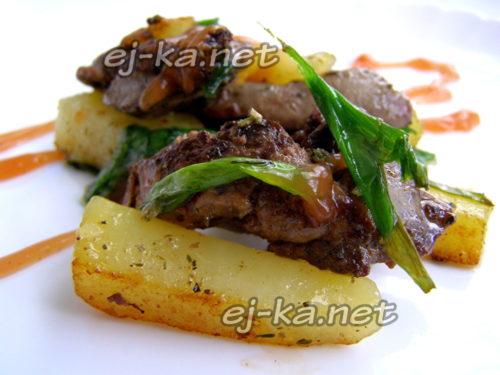 вкусная картошка с печенью на сковороде