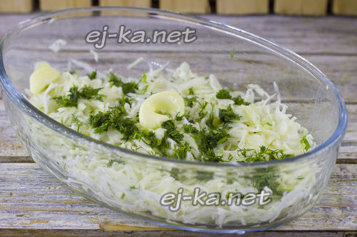 добавить зелень и сливочное масло