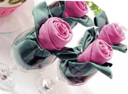 Роза в бокале из салфеток