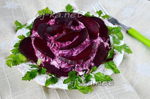 свекольный салат с селедкой и черносливом