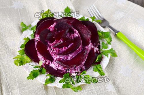 изысканный салат с сельдью
