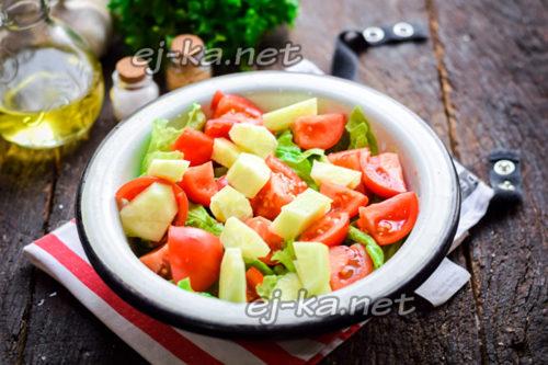 добавить в салат огурцы