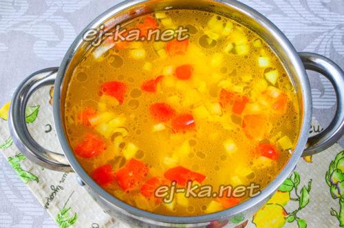 Кладем в суп зажарку