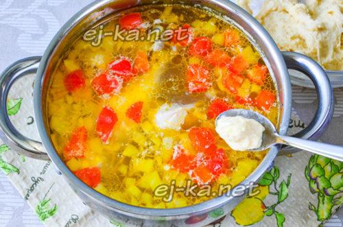Выкладываем клецки в суп