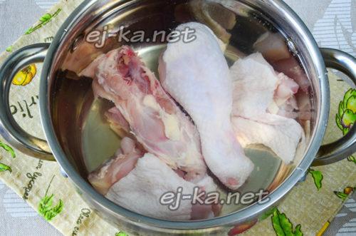Разрезать курицу