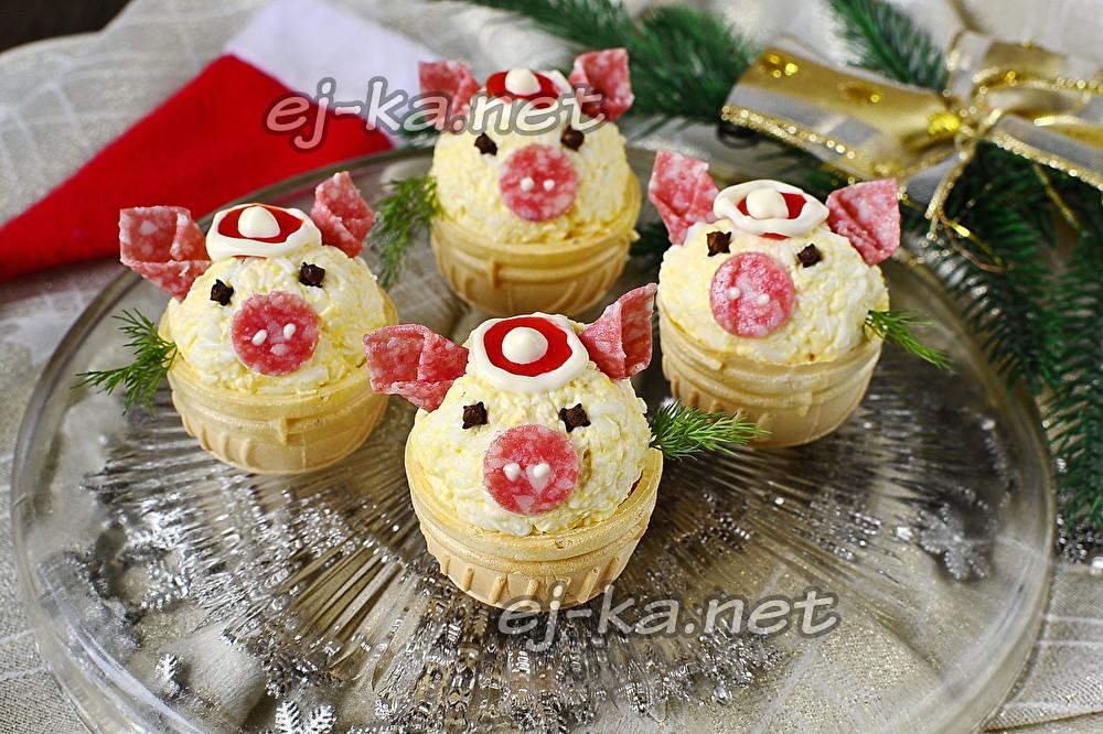 новогодние свинки в тарталетках