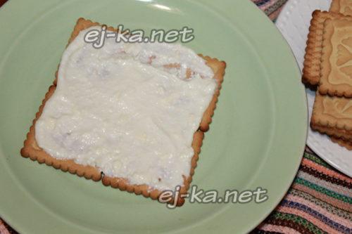 смазать печенья кремом