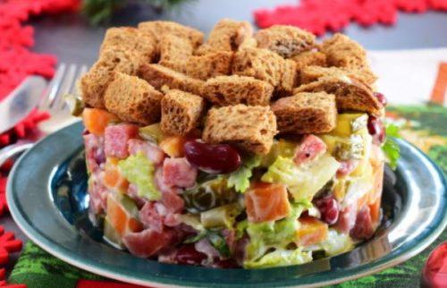 Немецкий праздничный салат с колбасой