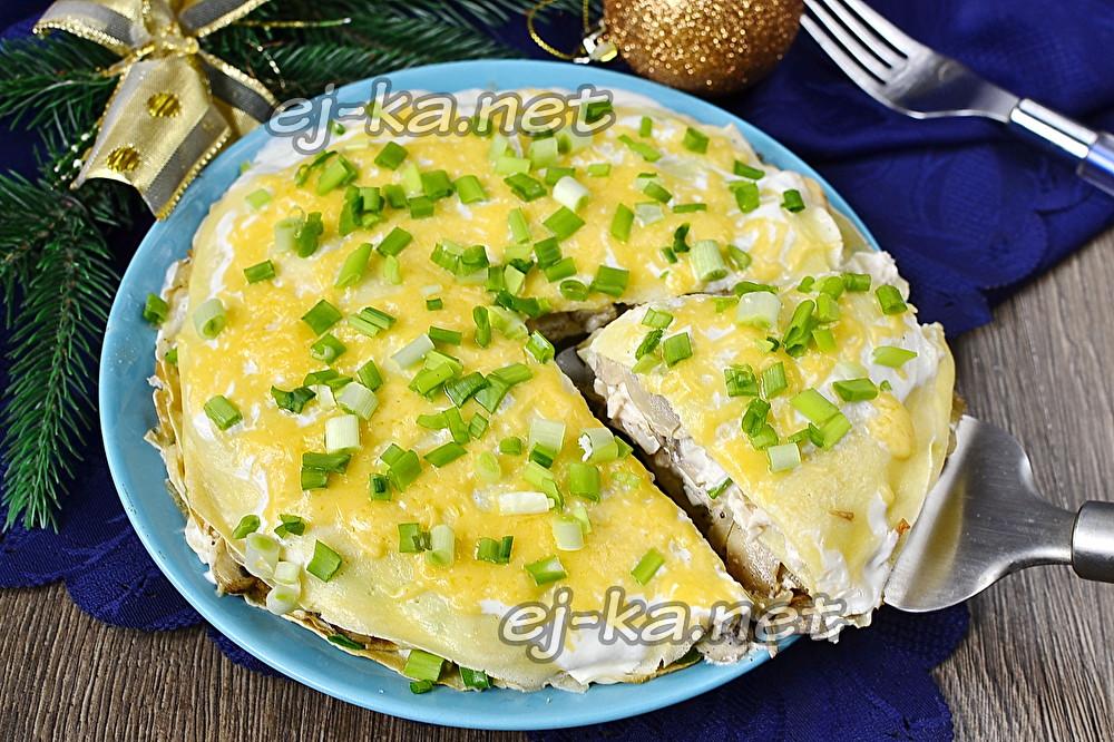 блинный торт с курицей и грибами