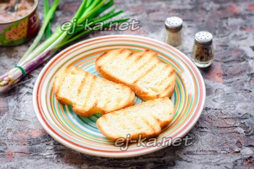 обжарить хлеб на гриле