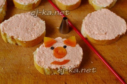 украсить бутерброды формой свинки