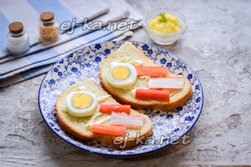 положить яйцо