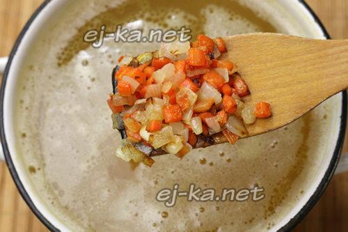 добавить овощи в бульон