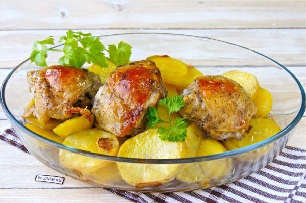 Куриные бедра в духовке с сыром и картошкой