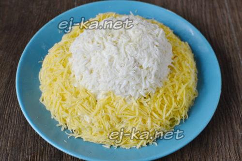 украсить сыром и белком