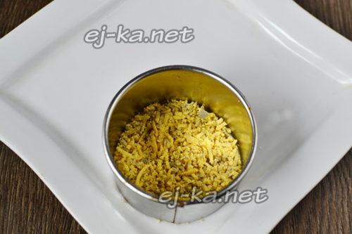 слой тертых желтков