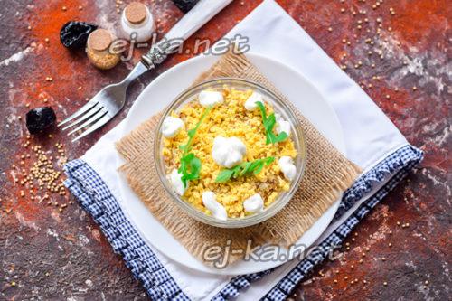 """салат """"Нежность"""" с курицей, огурцом, яйцом и черносливом"""
