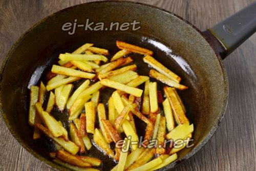 обжарить картофель в масле