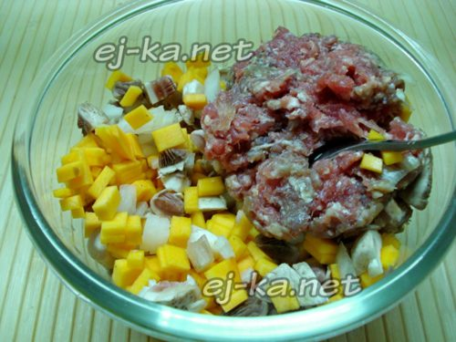 смешать тыкву с мясом