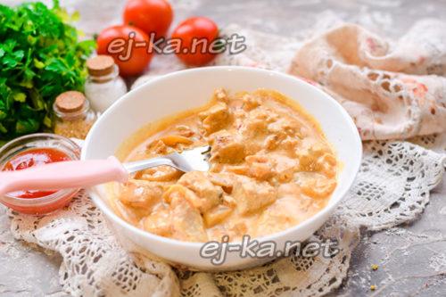 свинина в сметанном соусе готова