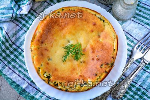 заливной пирог с луком и яйцом готов