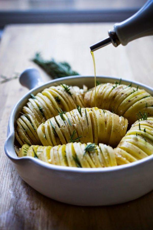Картофельная «гармошка» с чесноком
