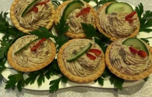 Тарталетки с печенью трески и грибами