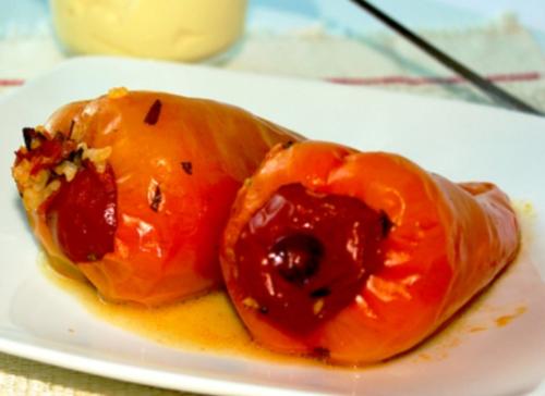 Салат из краснокочанной капусты с яблоком и орехами