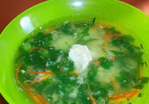 Суп с галушками и шпинатом