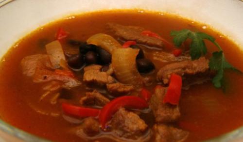 Говяжий суп с черной фасолью и перцем