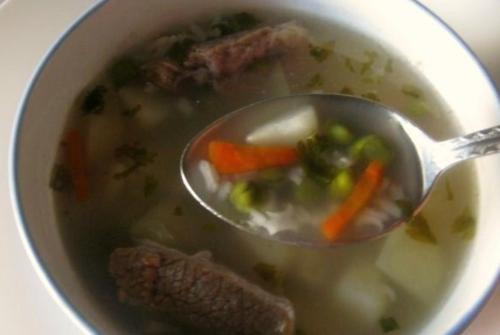 Рисовый суп из говядины с горошком