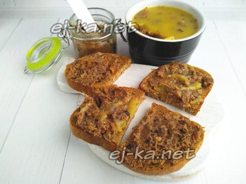 намазать паштет на хлеб