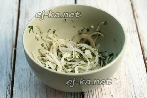 нарезать лук и зелень