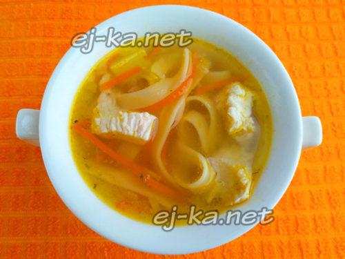 разлить суп в тарелки