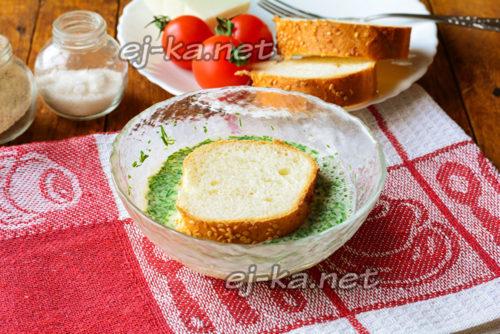 окунуть хлеб в кляр