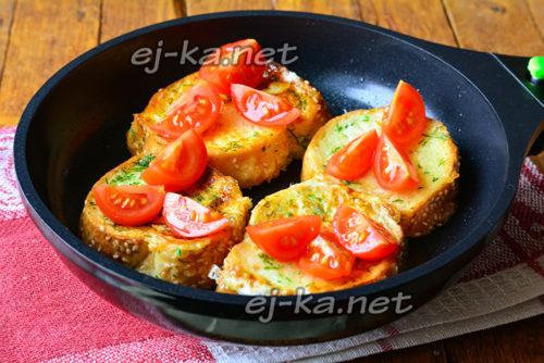 на хлеб выложить помидоры